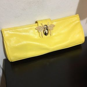 """NWT DEREON """"QUEEN BEE"""" YELLOW AND GOLD CLUTCH"""